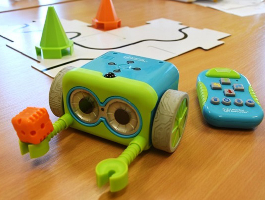 botley-robot-robotika-in-programiranje-za-najmlajše-trgovina-simetris