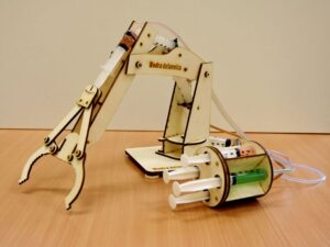 lesena-igraca-hidravlična-robotska-roka-kit-verzija-hidravlika-trgovina-simetris-modra-delavnica
