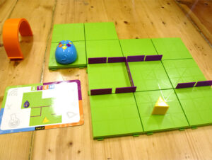 Robotska-miška-robot-mouse-igrača-za-učenje-programiranja-za-najmlajše-trgovina-simetris