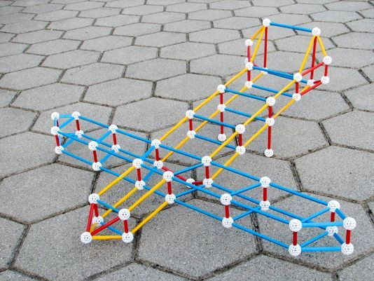 zometool-konstruktorska-igraca-za-otroke-arhitektura-letalo