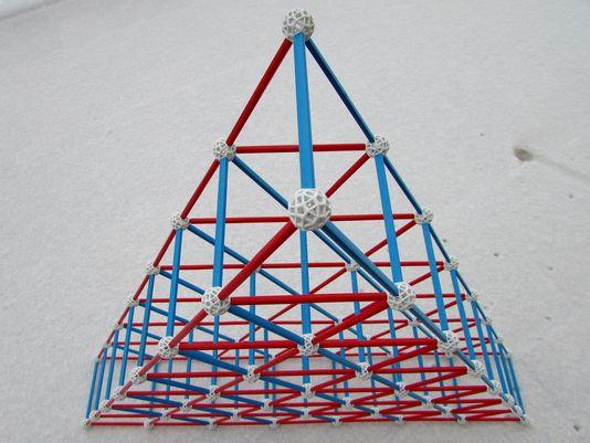 zometool-konstruktorska-igraca-za-otroke-arhitektura-matematika-oblike-prostorska-predstava
