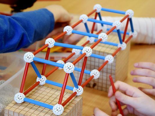 zometool-konstruktorska-igraca-za-otroke-arhitektura-za-otroke-od-7-let-gradnja-most