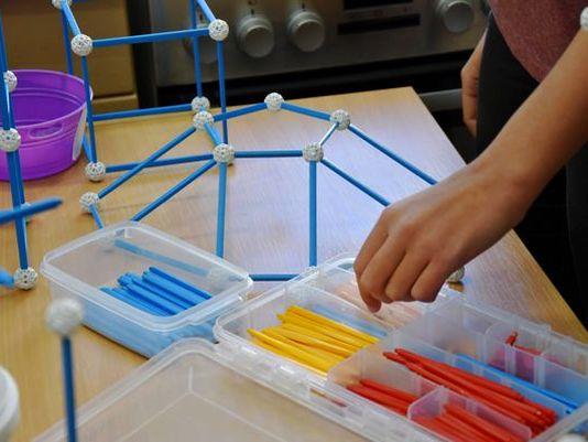zometool-konstruktorska-igraca-za-otroke-fante-in-dekleta-zanimiva-gradnja-arhitektura