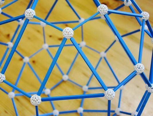 zometool-konstruktorska-igraca-za-otroke-arhitektura-za-otroke-gradnja-prostorska-predstava-krogla
