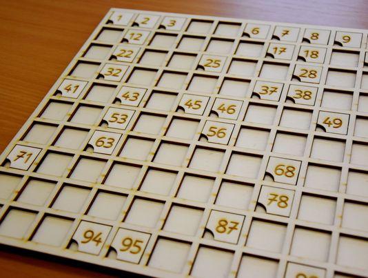 leseni-stoticni-kvadrat-sestevanje-odstevanje-vaja-stevil-1-do-100-laserska-izdelava