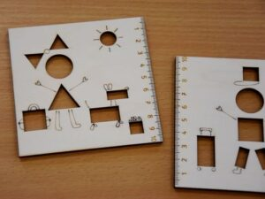 Leseno-ravnilo-solski-motiv-punca-oblike-trgovina-simetris