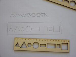 Leseno-ravnilo-z-oblikami-20-cm-izris-oblik-trgovina-simetris