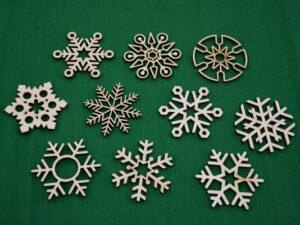 snežinke-paket-lesena-okrasek-za-smrekico-božična-dekoracija-novoletna-jelka